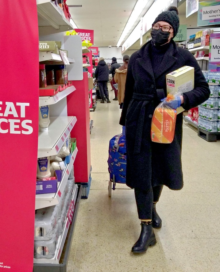 File:Shopping in rubber gloves and a face mask Sainsbury's north Finchley  London 15 March 2020 coronavirus COVID 19 scare.jpg - Wikimedia Commons